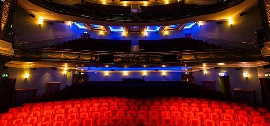 London Theater's Ceiling Breaks, Falls on Audience