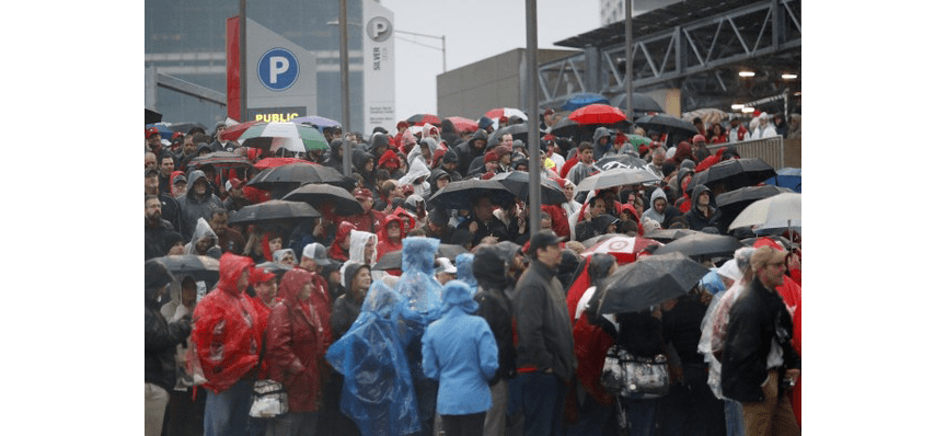 Fans Endure Long Lines, Mobile Woes Before CFP Championship