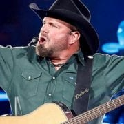Garth Brooks' Stadium Tour Tops Mid-Week Best-Sellers