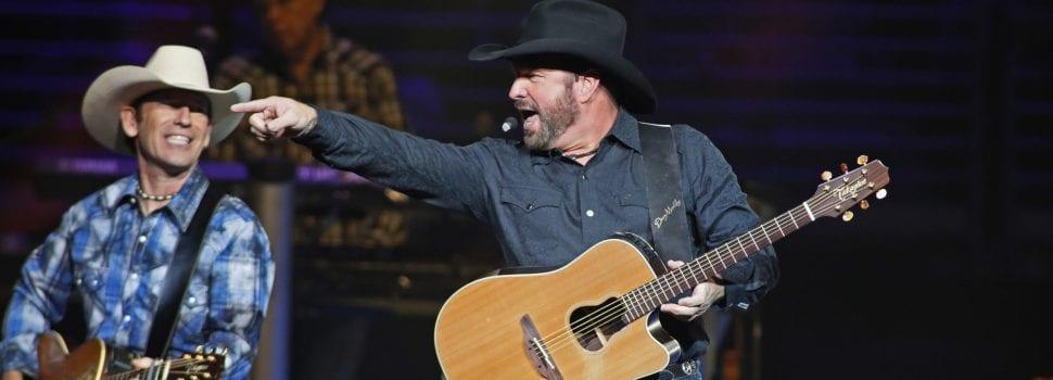 Garth Brooks' Stadium Tour Tops Thursday Best-Sellers